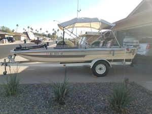 18 ft Bass Boat for Sale in Mesa, AZ