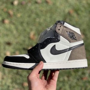 Jordan 1 Mocha Size 8.5 for Sale in Ontario, CA