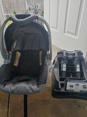 Like new baby car seat, brand is ( babytrend/ expedition) for Sale in Johnston, RI
