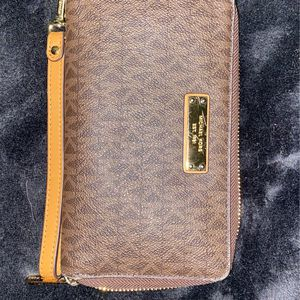 Michael Kors Wristlet Wallet for Sale in Stockton, CA