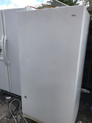 Upright freezer like new for Sale in West Palm Beach, FL