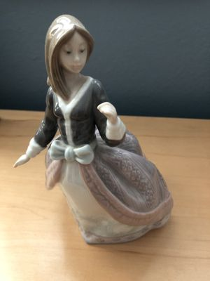 Lladro figurine girl with an umbrella for Sale in West Covina, CA