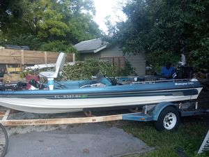 Ranger bass boat motor runs great. boat itself needs carpet TLC for Sale in Orlando, FL