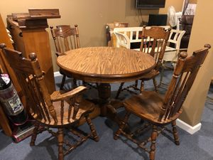Dining room/kitchen table for Sale in Depew, NY