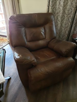 🔥Ashley Furniture Recliner/Rocker Brown Leather for Sale in Fresno, CA
