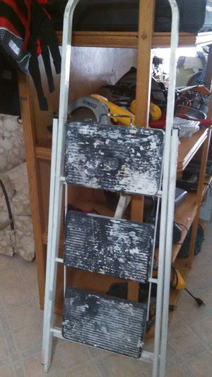 METAL LADDER 3 STEPS for Sale in Miami, FL