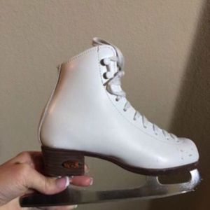 Good condition Figure Skates size 1 1/2 for Sale in Frisco, TX