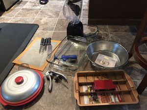 Kitchen stuff!! Blender, brownie pan, bowls, mugs, cutting board, knifes, wine opener, strainer, for Sale in Puyallup, WA