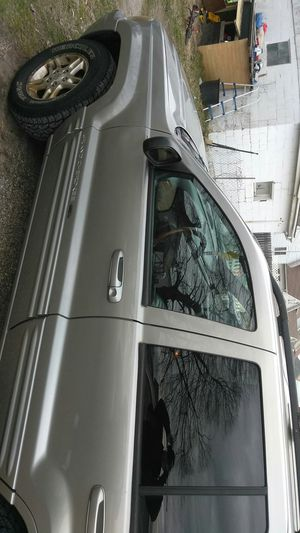 I have a 2000 Jeep Grand Cherokee limited for Sale in Newark, OH