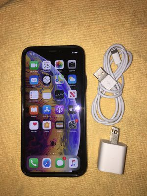 iPhone XS 256 GB Factory Unlocked Silver Liked New T-Mobile Verizon AT&T Metro PCs World Phone Oversea for Sale in Houston, TX