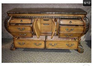Dresser for Sale in Alsip, IL