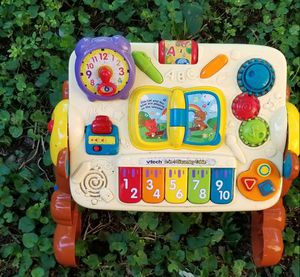 Vtech 2-in -1 discovery table for Sale in Murfreesboro, TN