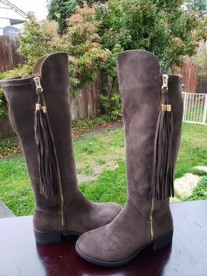Women's boots sizes 6.5 for Sale in Everett, WA