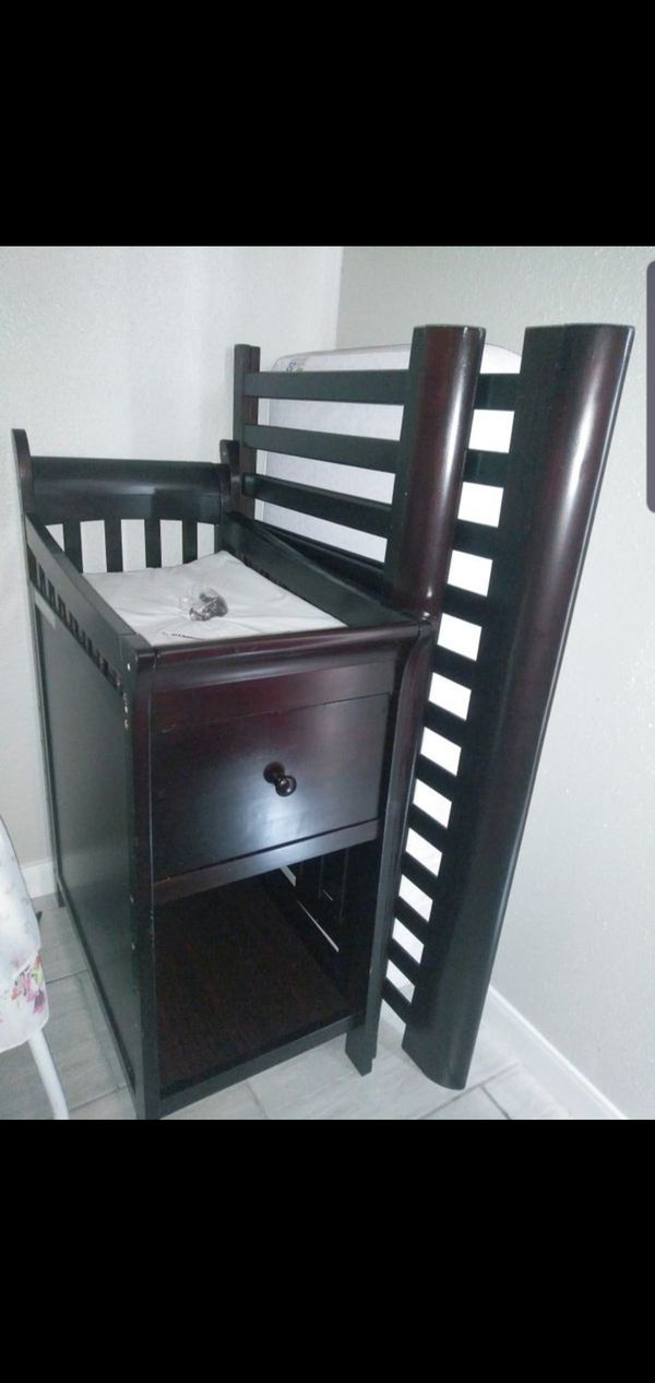 Baby Crib w Changing Table