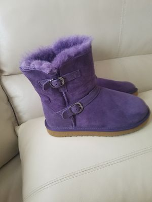 Girls boots size 3y for Sale in Fort Myers, FL