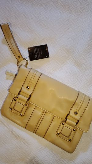 BNWT DAISY FUENTES LG. WRISTLET for Sale in Middleburg Heights, OH