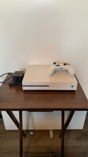 Xbox One S 1tb with rechargeable battery pack for Sale in Bakersfield, CA