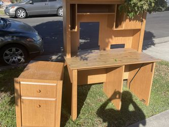 Free Desk with Hutch and Side Drawer for Sale in Los Angeles,  CA