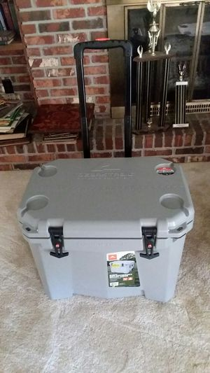BRAND NEW NEVER USED 60 QUART PREMIUM 10 DAY ROLLING COOLER for Sale in Tampa, FL
