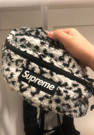 Supreme FW18 grey furry fanny pack for Sale in Vienna, VA
