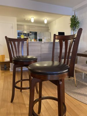 2 Stools - Counter or bar swivel stools, set of 2 for Sale in Queens, NY