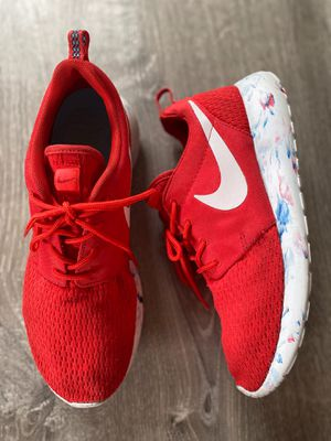 Roshe Nike's red white blue men's size 6 running shoes light weight limited edition for Sale in Torrance, CA