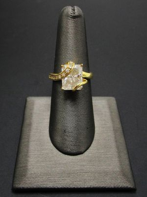 14K Gold Crystal Cocktail Ring Sz 7 for Sale in Chapman, NE
