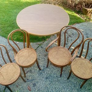 PRICED TO SELL VINTAGE BENTWOOD & RATTAN DINING SET!!!! for Sale in Tacoma, WA