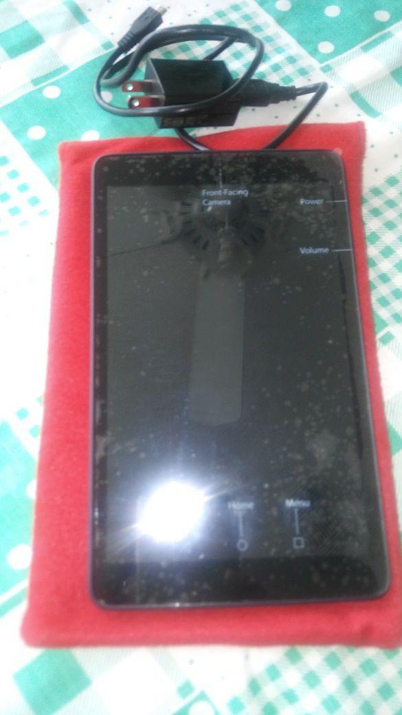 Tableta Alcatel con su cargador $ 120.00 ,Tambien Prismaticos marca Phoenix $ 100.00 y una Camara CANON EOS , lentes y filtros $175.