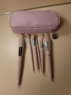 Lurella brush and beauty blender for Sale in Spokane, WA