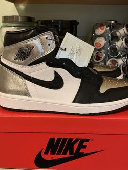 Jordan Retro 1s Silver Toe Size 10 Men's $250 for Sale in Canton,  OH