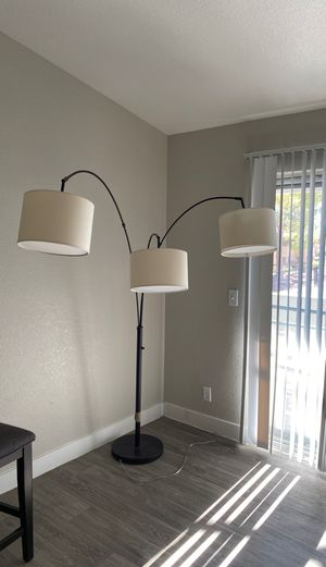Floor lamp. for Sale in Las Vegas, NV