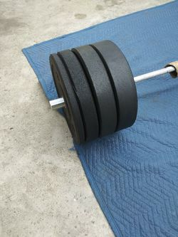 7 foot Olympic 45lbs barbell with 230pbs bumper plate set NEW for Sale in Montebello,  CA