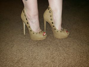 Brand new Tan heels for Sale in Fort Worth, TX