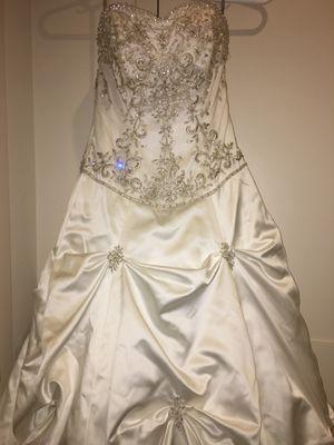 Maggie Sottero Wedding Dress Size 6-used for Sale in Reston, VA