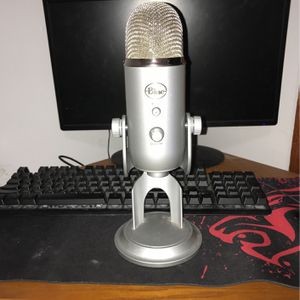 Blue Yeti USB Microphone for Sale in Hutchinson, KS