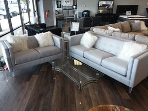 ULTRA MODERN 2PC SOFA AND LOVESEAT SET WITH ACCENT PILLOWS for Sale in Arlington, TX