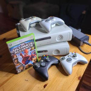 XBOX 360 - QTY 2 - 4 Controllers for Sale in Seattle, WA