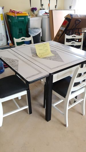 Antique table and chairs for Sale in PT CHARLOTTE, FL