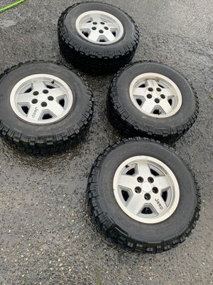 Jeep wheels And Tires 235 75 R15 for Sale in Kent, WA