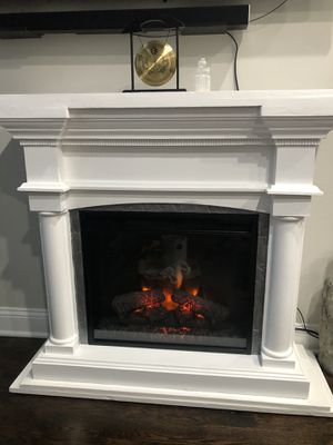 White electric fireplace heater for Sale in Bridgeport, CT