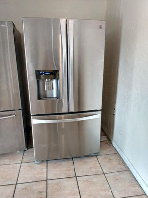 Refrigerador stainless steel 36x68 the tree door lg for Sale in Miami Gardens, FL