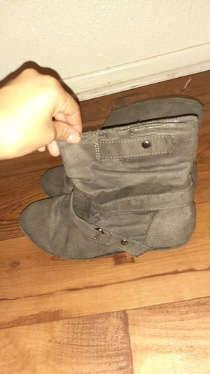 Bongo boots size 5 for girls for Sale in Hesperia, CA