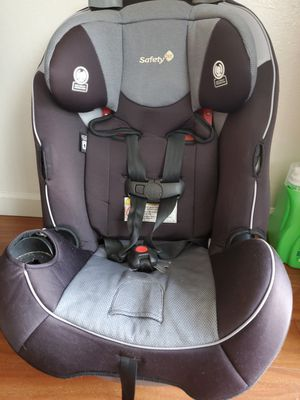 GOOD CONDITION CAR SEAT SAFETY 1ST you can reclining it for Sale in Castro Valley, CA