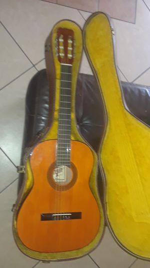 hondo ll guitar for Sale in Buena Park, CA