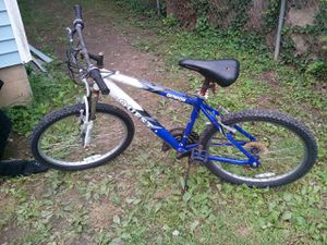 3 mountain bikes for Sale in Columbus, OH