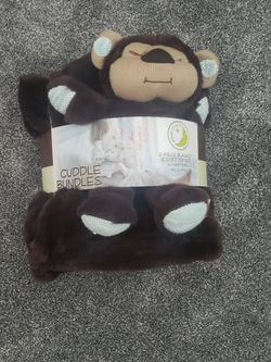 Cuddle Buddy Blanket Set for Sale in Elgin,  IL