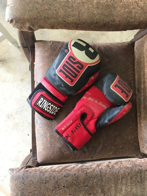 boxing gloves s/m for Sale in Fairfax, VA