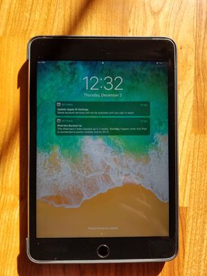 Ipad mini 4 with case for Sale in Lisle, IL