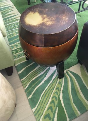 Metal end table with storage for Sale in Los Angeles, CA
